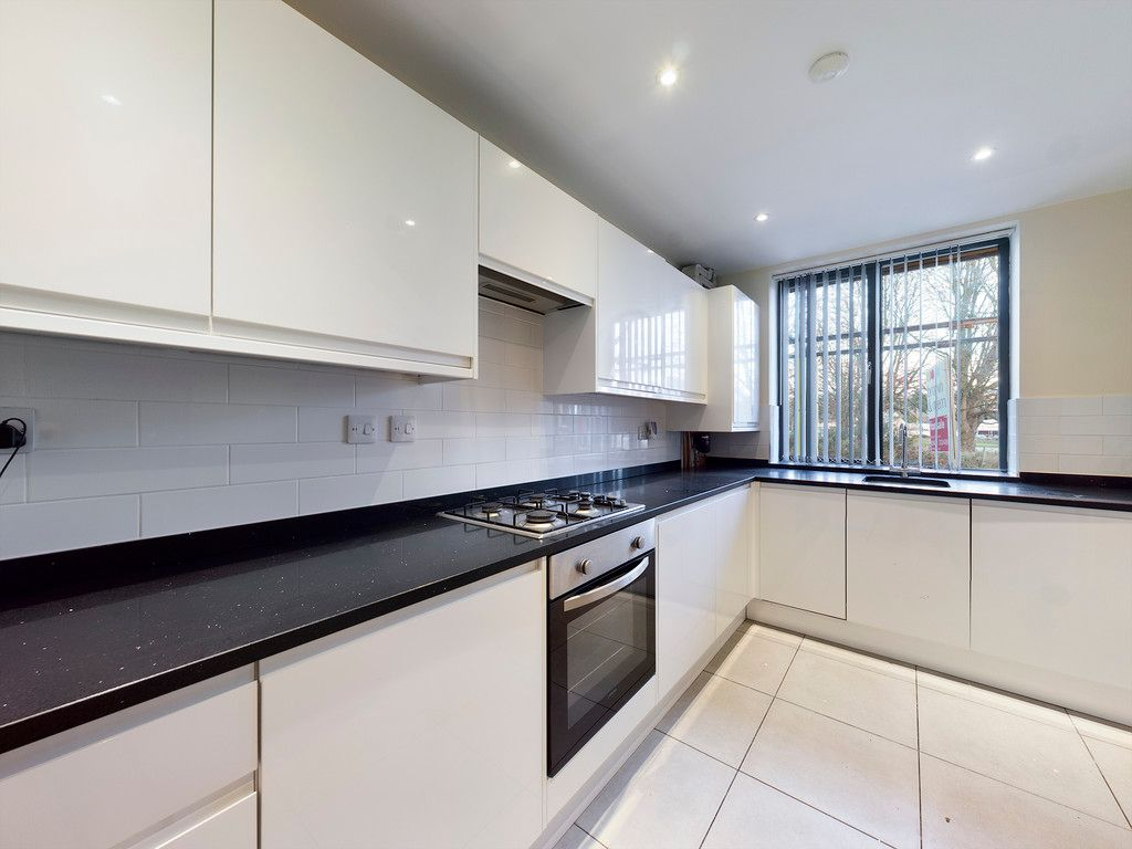 3 bed house to rent, HP1