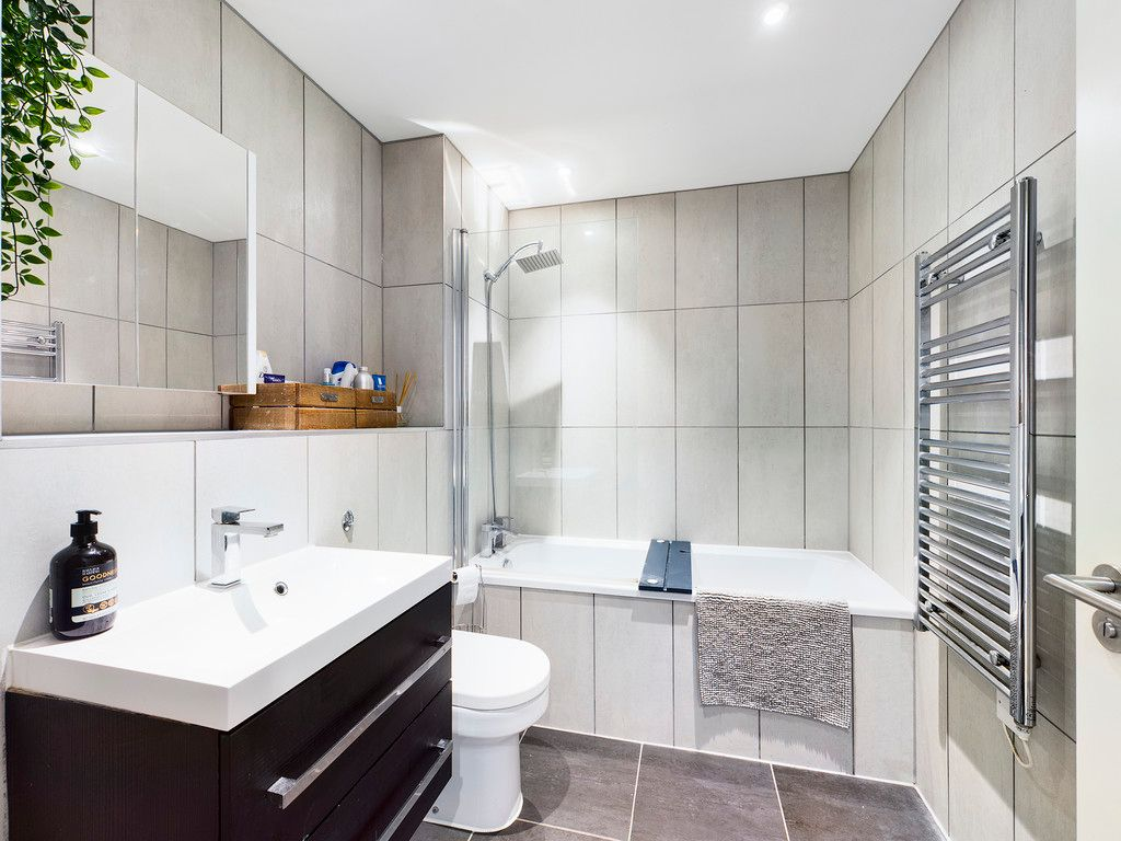 1 bed flat for sale in Westfields House, London Road 5