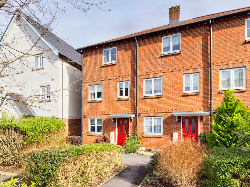 4 bed house for sale in Kingshill Drive, High Wycombe, HP13