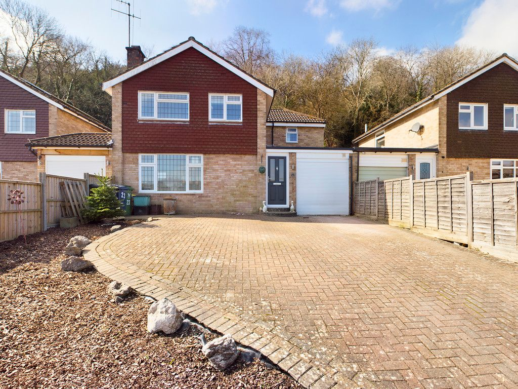 4 bed house for sale in Bay Tree Close, Loudwater 1