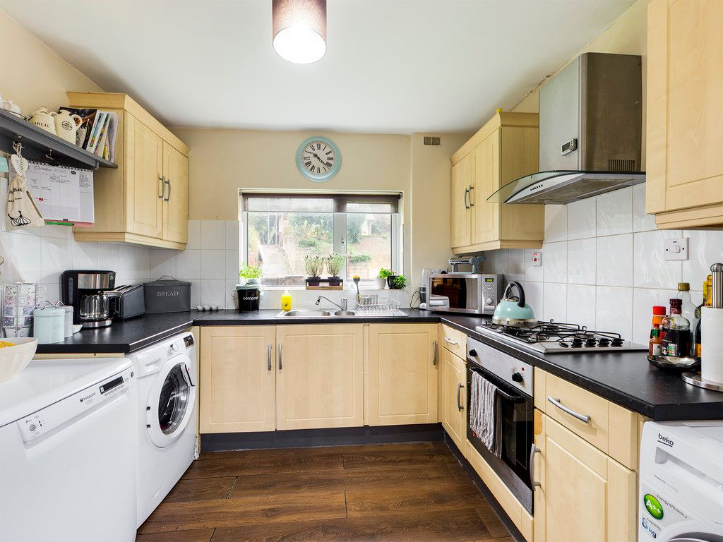 3 bed house for sale in London Road, High Wycombe  - Property Image 8
