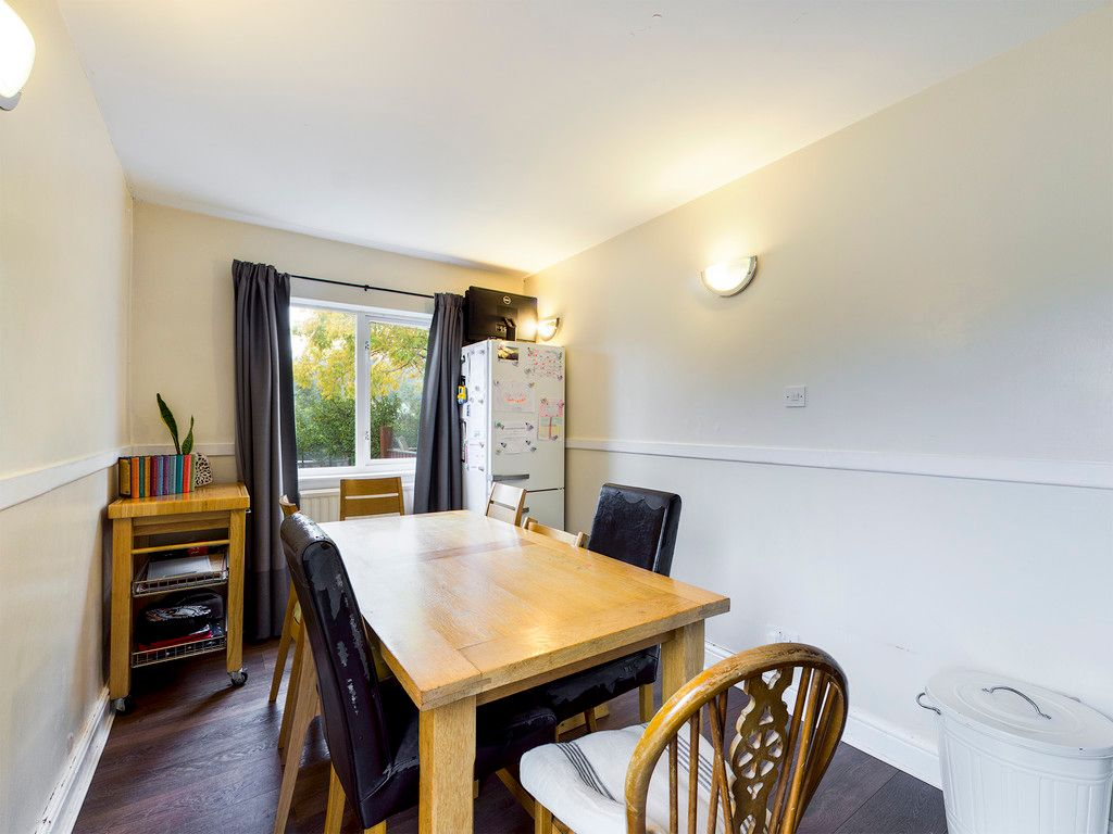 3 bed house for sale in London Road, High Wycombe  - Property Image 9