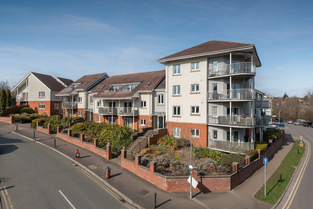 2 bed flat for sale in The Cedars, Hazlemere, HP15