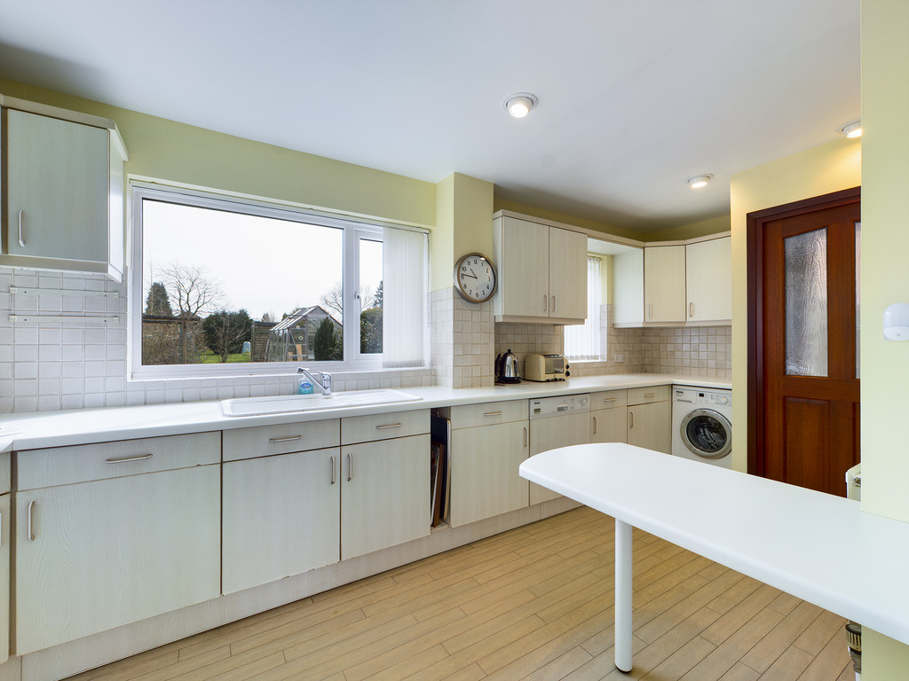 4 bed house for sale in Holmer Green Road, Hazlemere  - Property Image 5