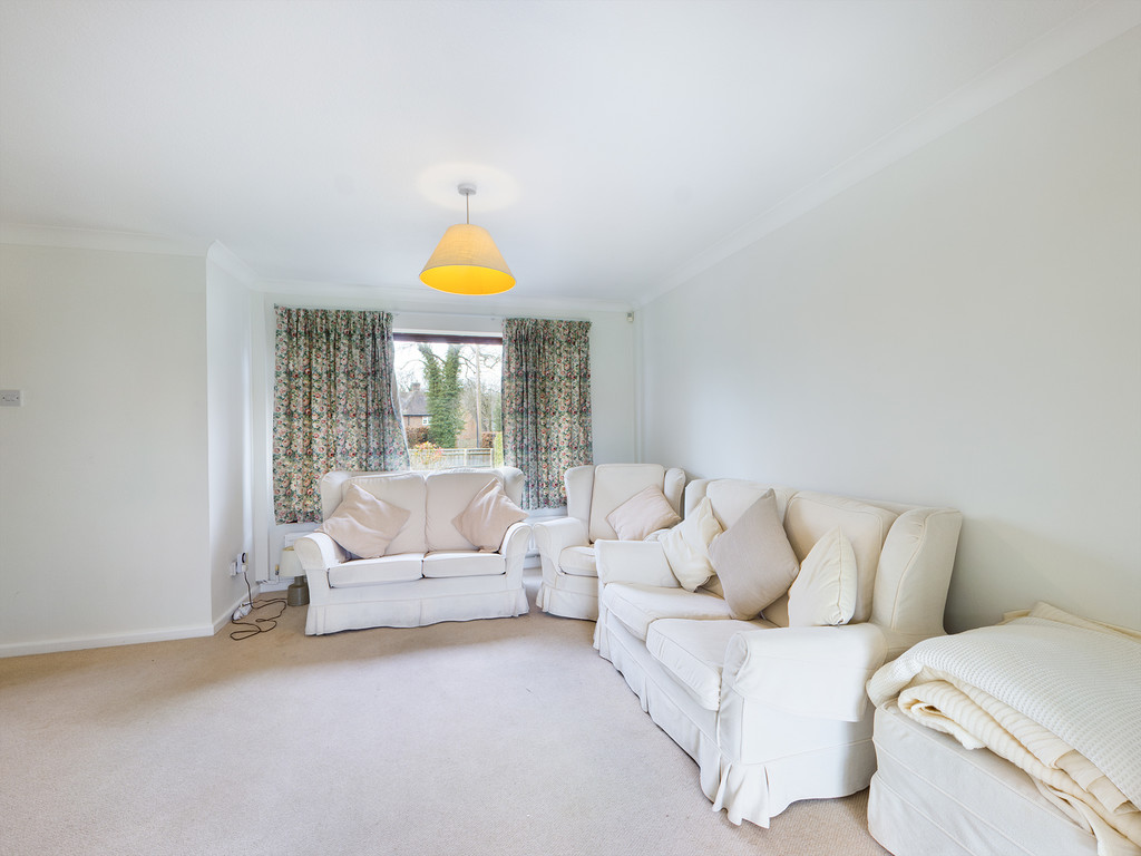 4 bed house for sale in Holmer Green Road, Hazlemere  - Property Image 6
