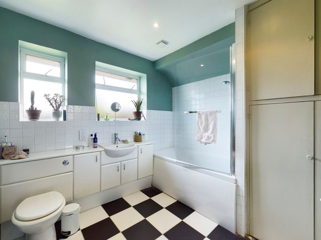 3 bed house for sale in Ashley Drive, Penn, High Wycombe  - Property Image 8