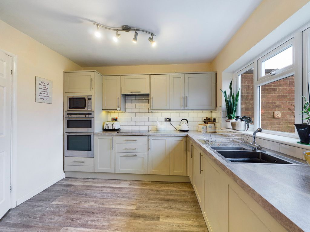 3 bed house for sale in Brackley Road, Hazlemere, High Wycombe  - Property Image 5