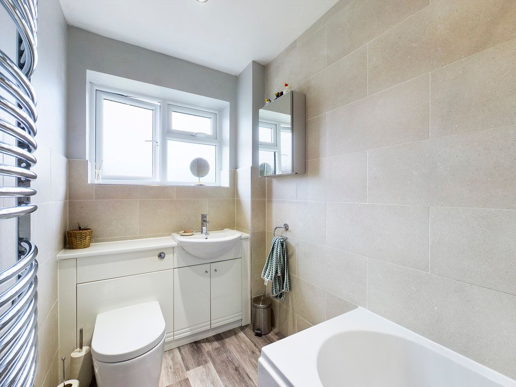 3 bed house for sale in Brackley Road, Hazlemere, High Wycombe  - Property Image 8