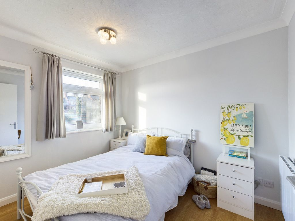 2 bed flat for sale in Broddick House, Brambleside  - Property Image 3
