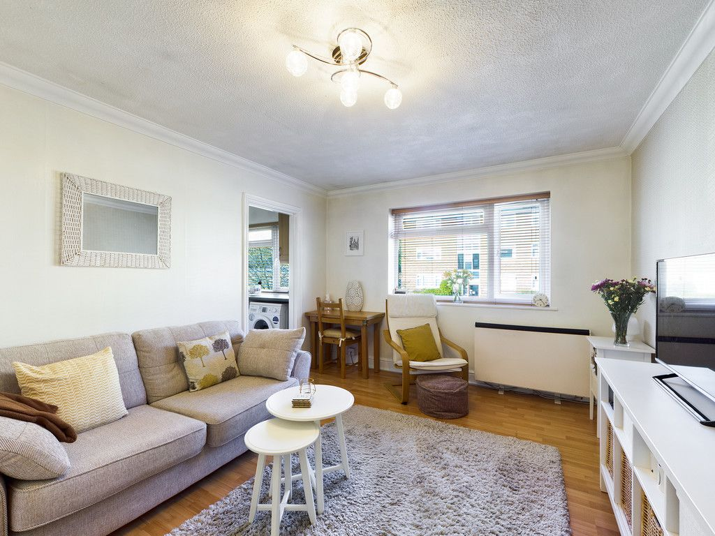2 bed flat for sale in Broddick House, Brambleside  - Property Image 4