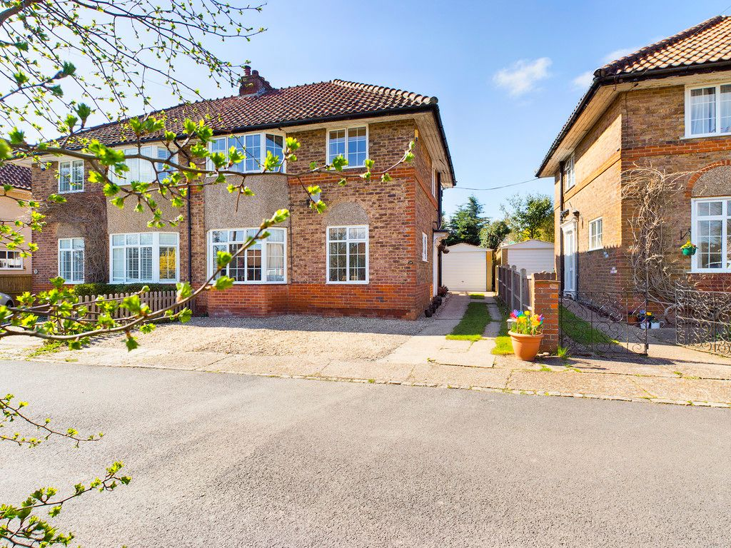 3 bed house for sale in Old Hardenwaye, High Wycombe, HP13