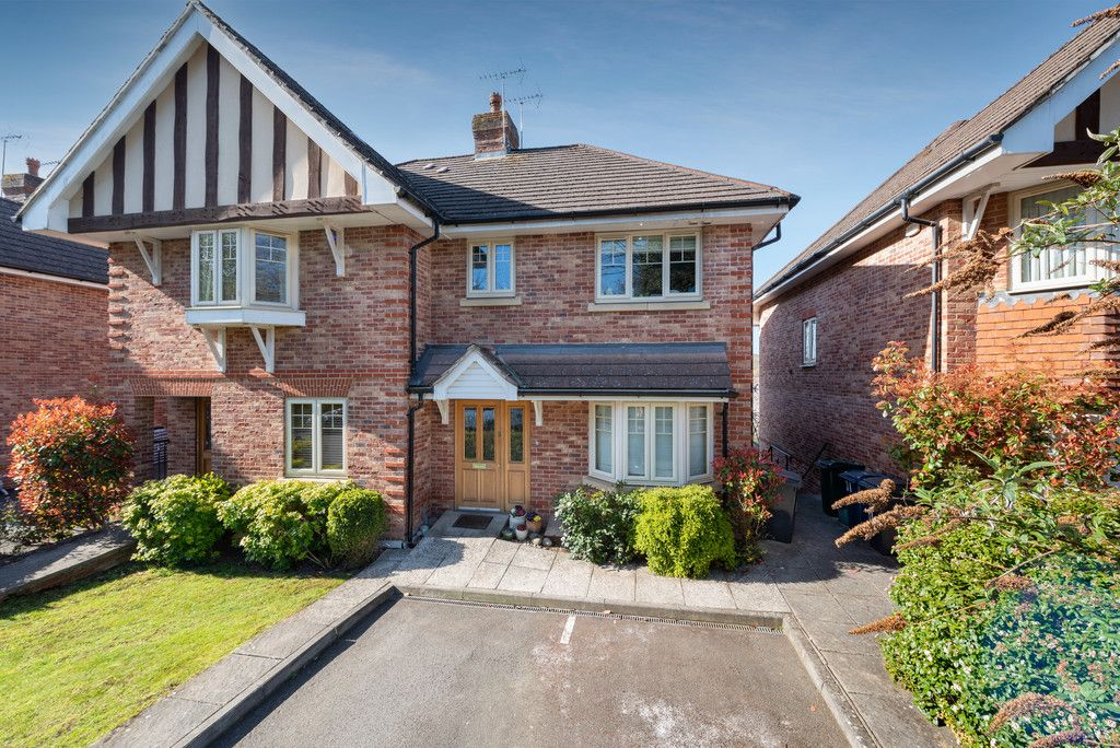 4 bed house for sale in Templeside Gardens, High Wycombe, HP12
