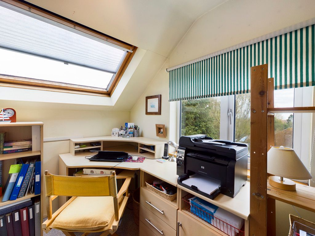 4 bed house for sale in The Common, Downley 11