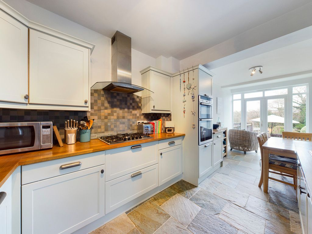 4 bed house for sale in The Common, Downley 12
