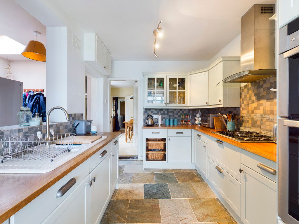 4 bed house for sale in The Common, Downley 6