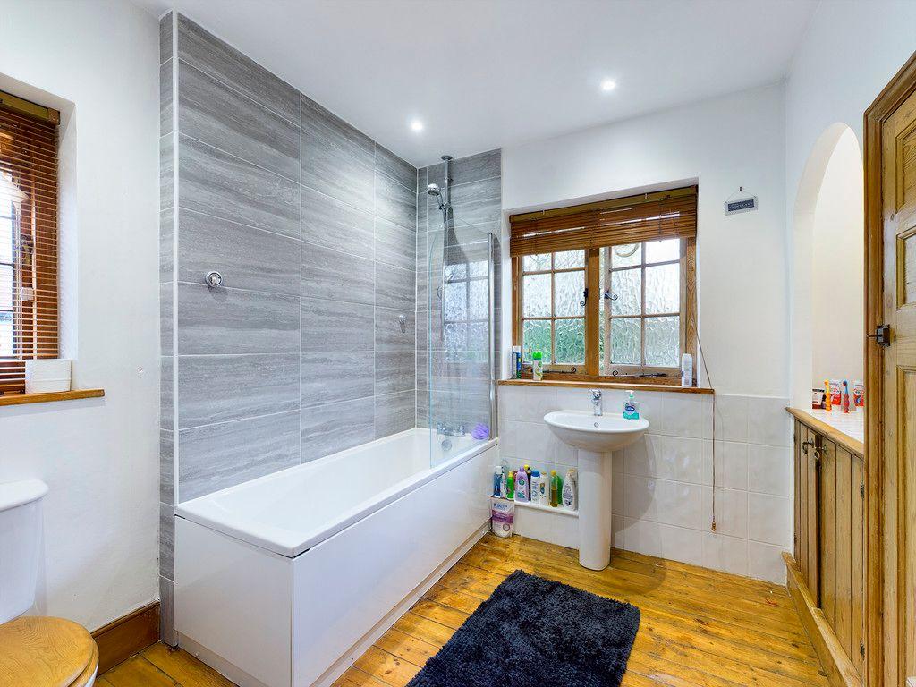 3 bed house for sale in The Queensway, Gerrards Cross 11