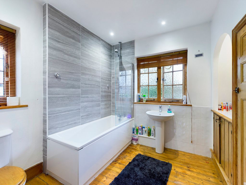 3 bed house for sale in The Queensway, Gerrards Cross  - Property Image 11