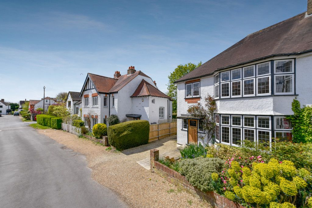 3 bed house for sale in The Queensway, Gerrards Cross  - Property Image 12