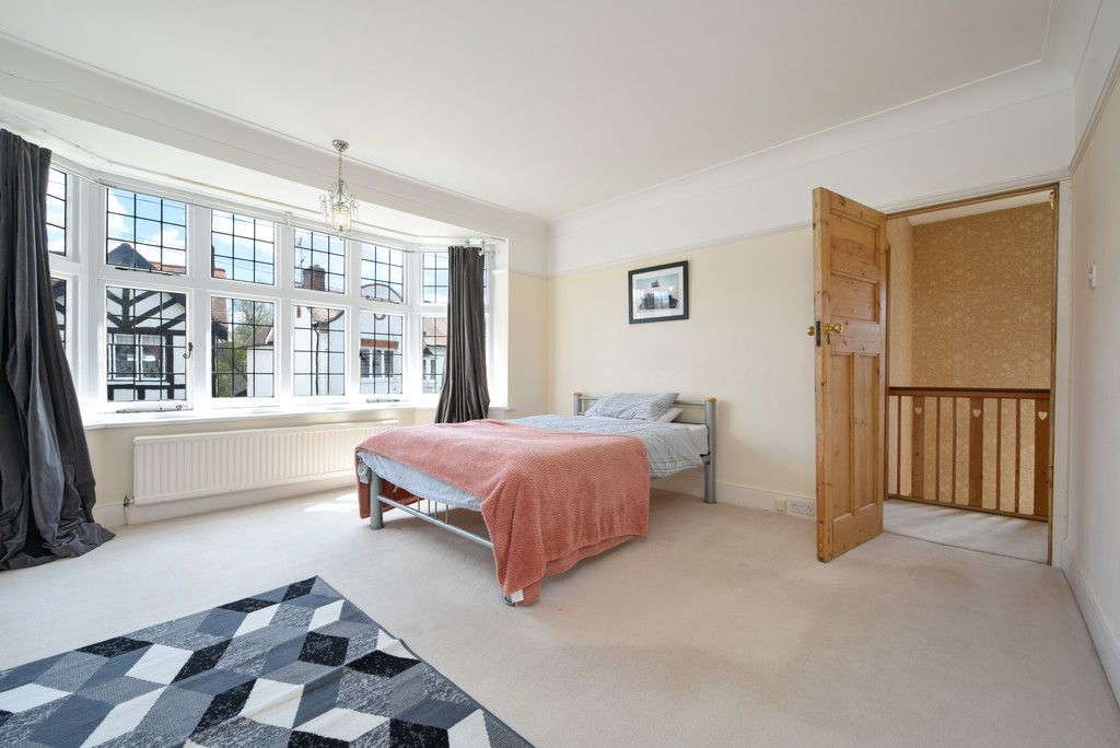 3 bed house for sale in The Queensway, Gerrards Cross  - Property Image 15