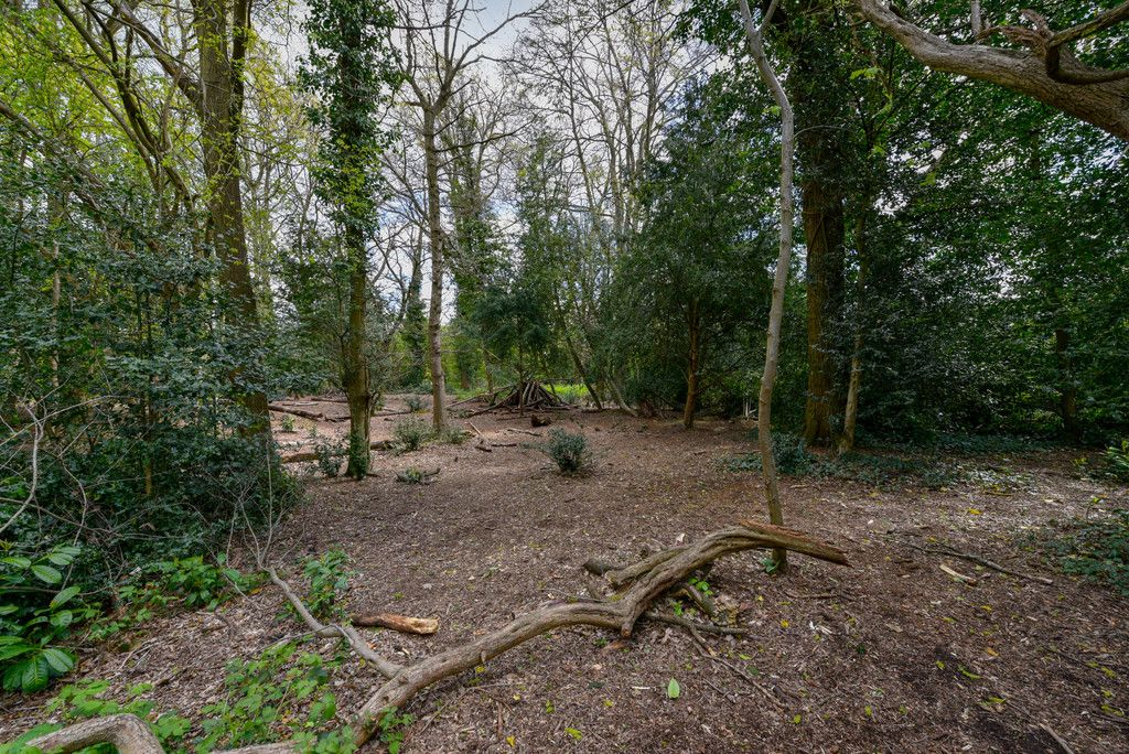 3 bed house for sale in The Queensway, Gerrards Cross  - Property Image 18