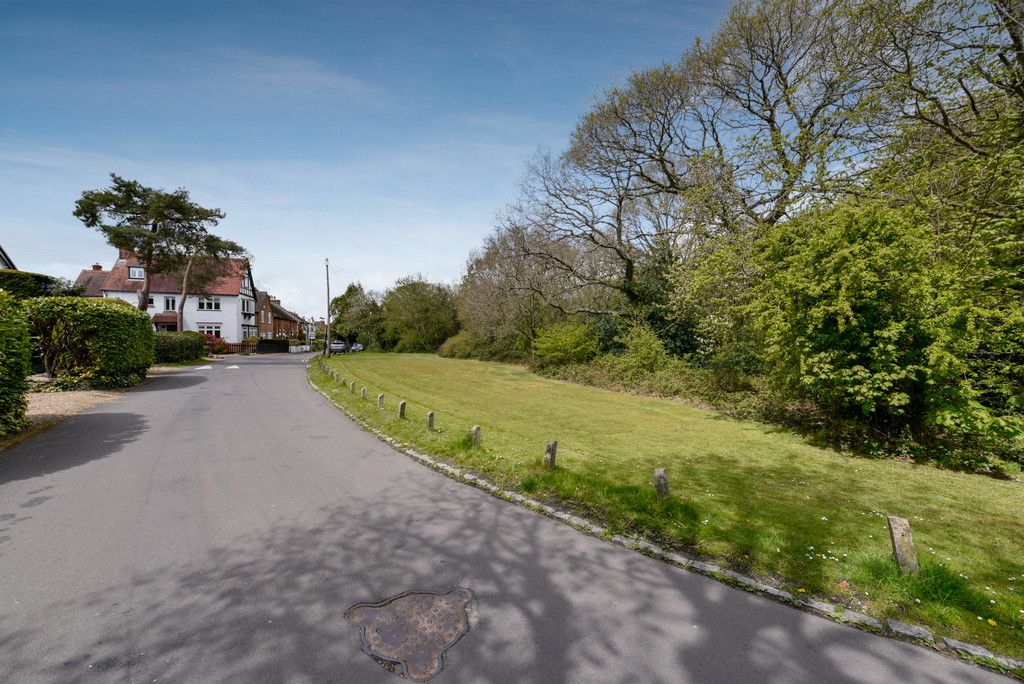 3 bed house for sale in The Queensway, Gerrards Cross  - Property Image 3