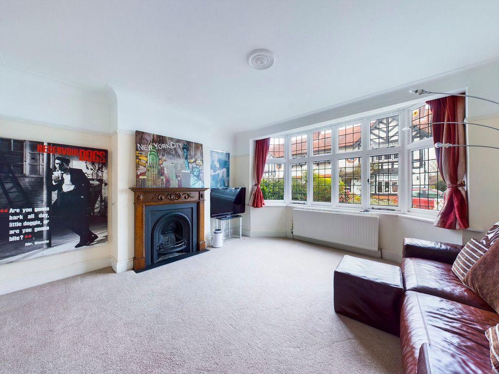 3 bed house for sale in The Queensway, Gerrards Cross 5