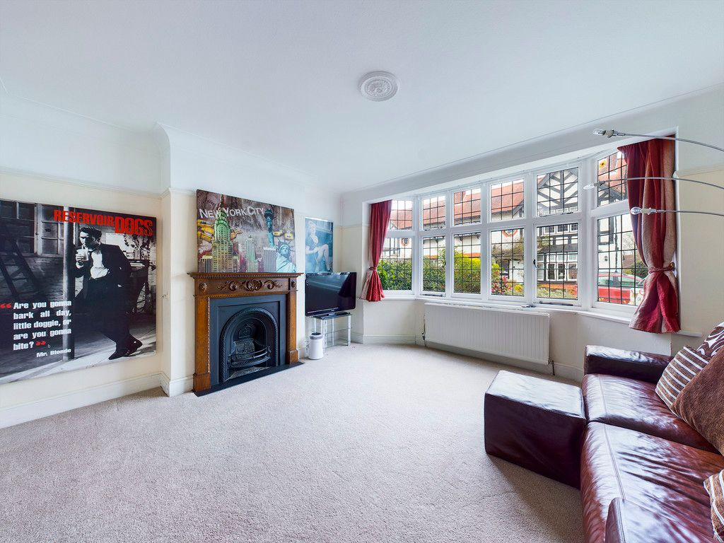 3 bed house for sale in The Queensway, Gerrards Cross  - Property Image 5
