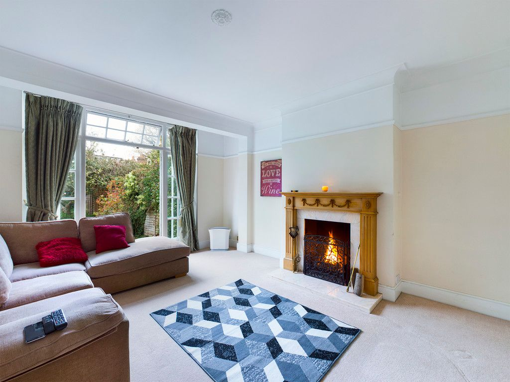 3 bed house for sale in The Queensway, Gerrards Cross  - Property Image 6