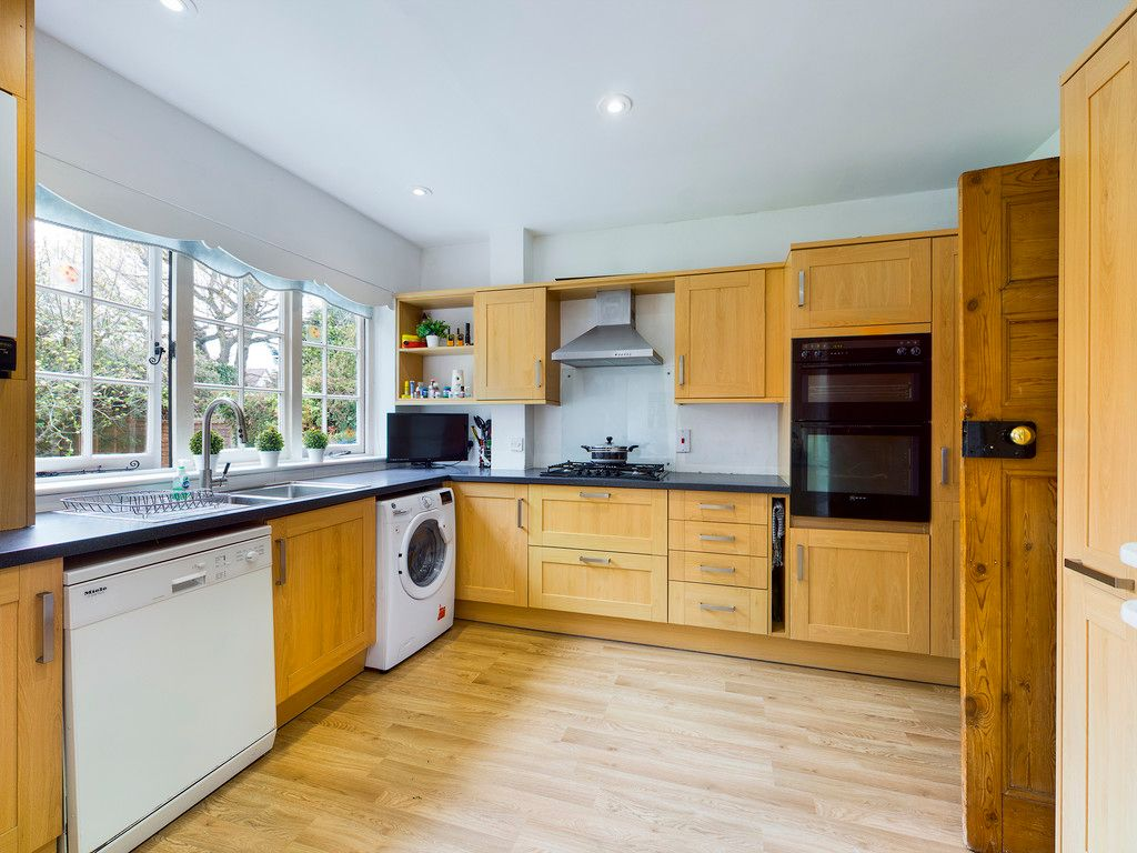 3 bed house for sale in The Queensway, Gerrards Cross  - Property Image 7