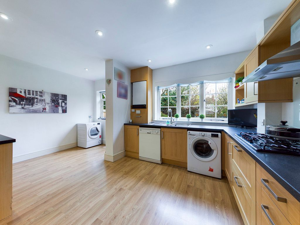 3 bed house for sale in The Queensway, Gerrards Cross  - Property Image 8