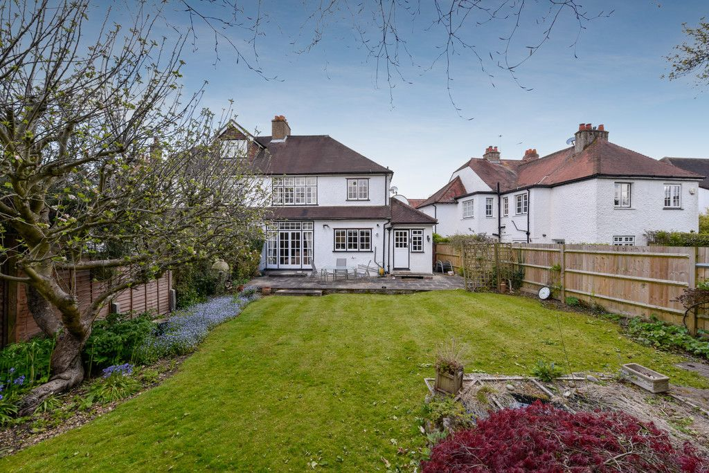 3 bed house for sale in The Queensway, Gerrards Cross  - Property Image 9