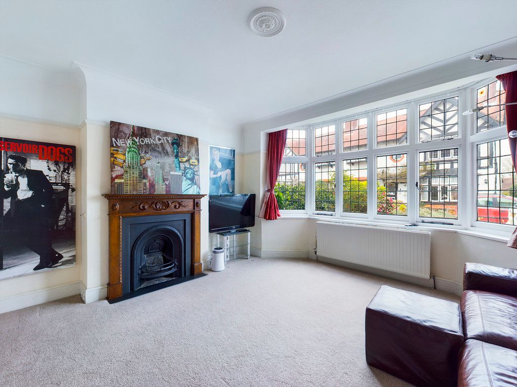 3 bed house for sale in The Queensway, Gerrards Cross  - Property Image 10