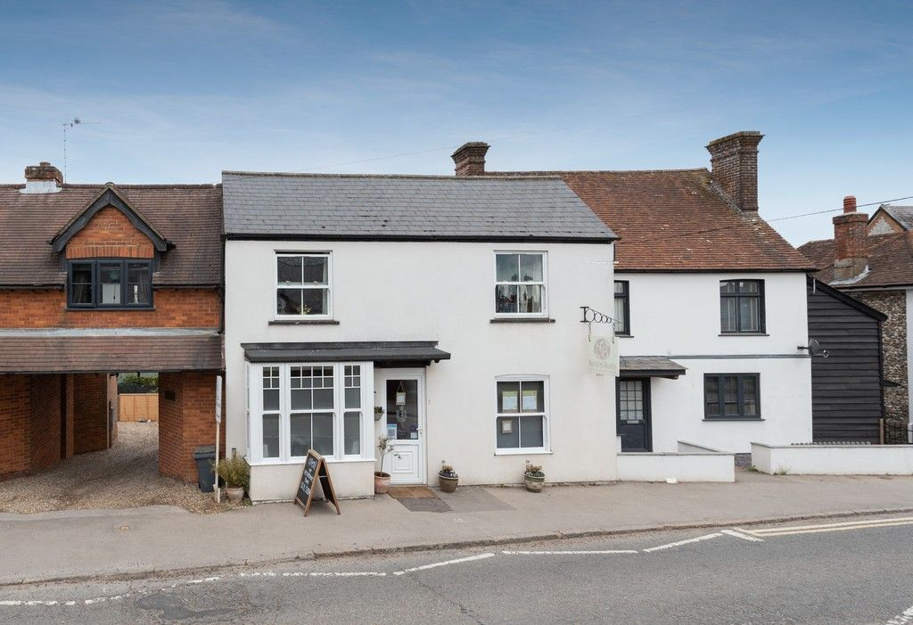 3 bed house for sale in High Street, Lane End, HP14