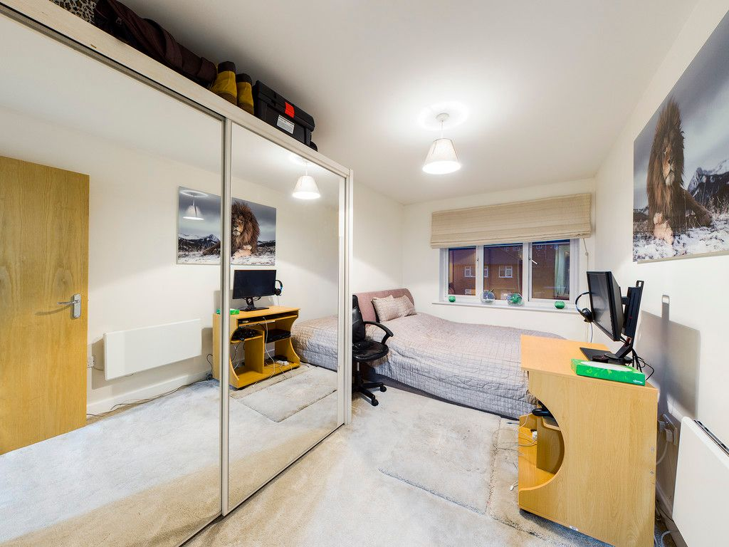 2 bed flat for sale in Micklefield Road, High Wycombe  - Property Image 3