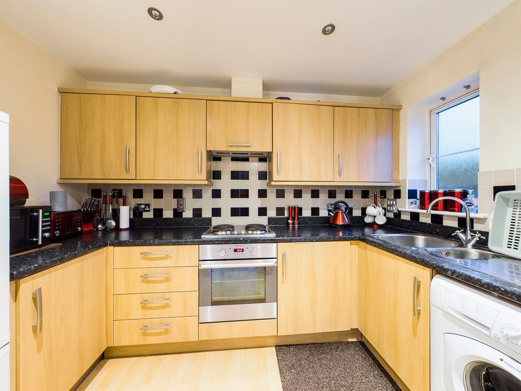 2 bed flat for sale in Micklefield Road, High Wycombe  - Property Image 4
