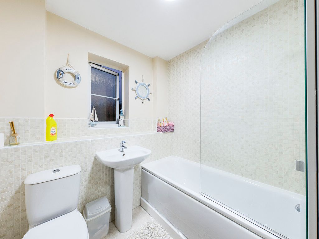 2 bed flat for sale in Micklefield Road, High Wycombe  - Property Image 6