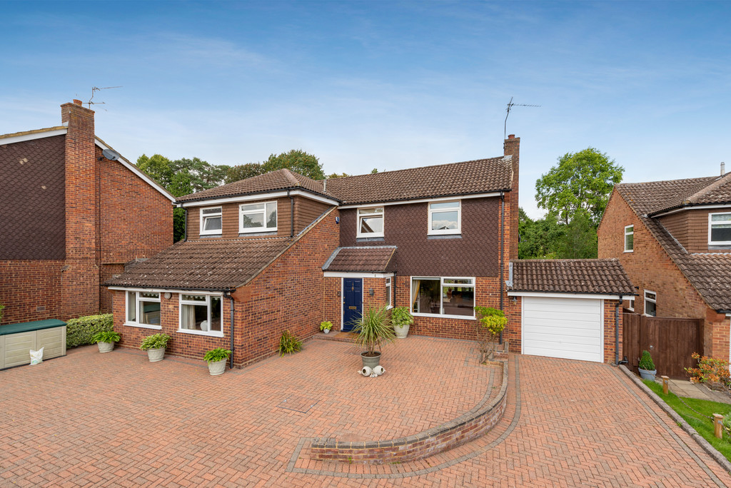 4 bed house for sale in Wyngrave Place, Beaconsfield, HP9