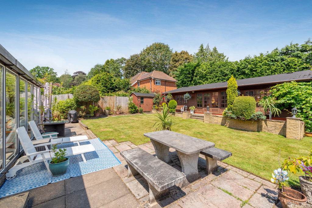 4 bed house for sale in Wyngrave Place, Beaconsfield  - Property Image 2