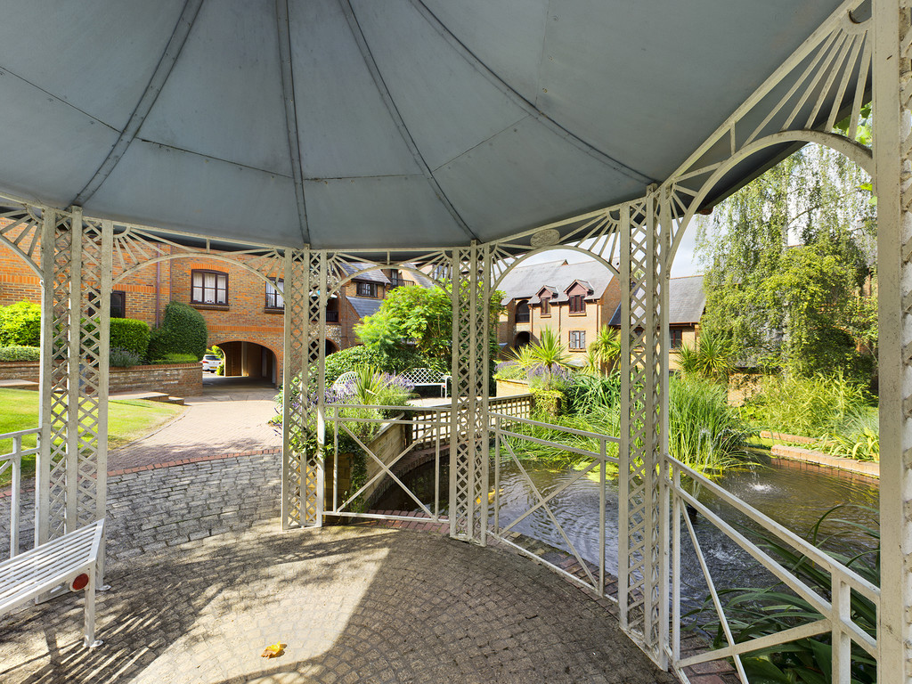 1 bed flat for sale in Dolphin Court, High Wycombe 11