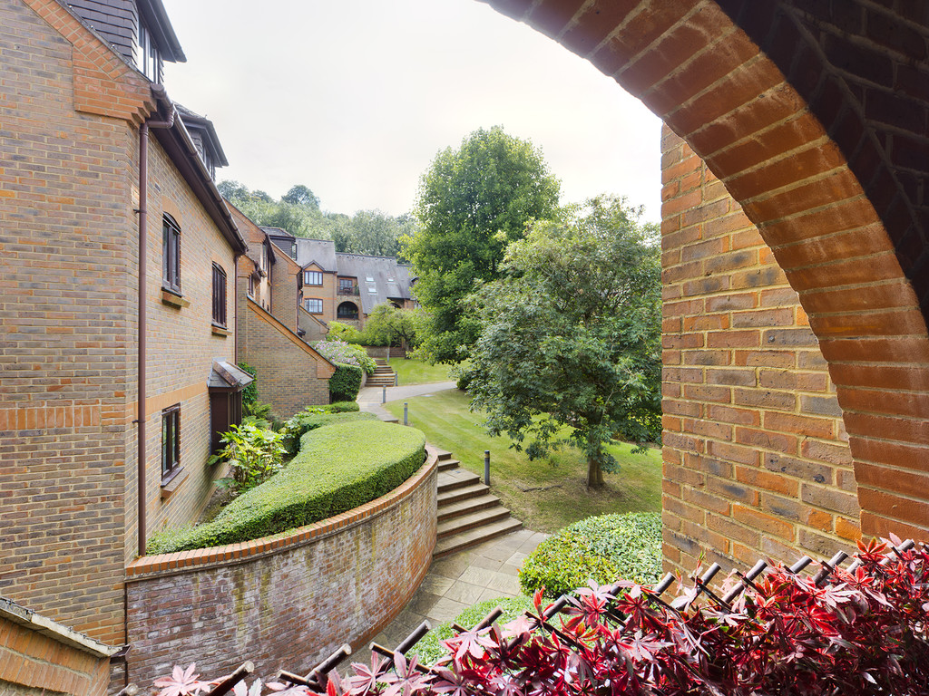 1 bed flat for sale in Dolphin Court, High Wycombe  - Property Image 3