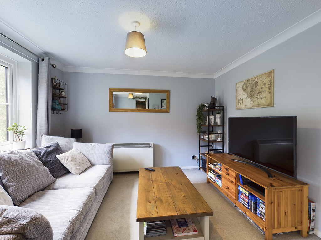 1 bed flat for sale in Dolphin Court, High Wycombe 4
