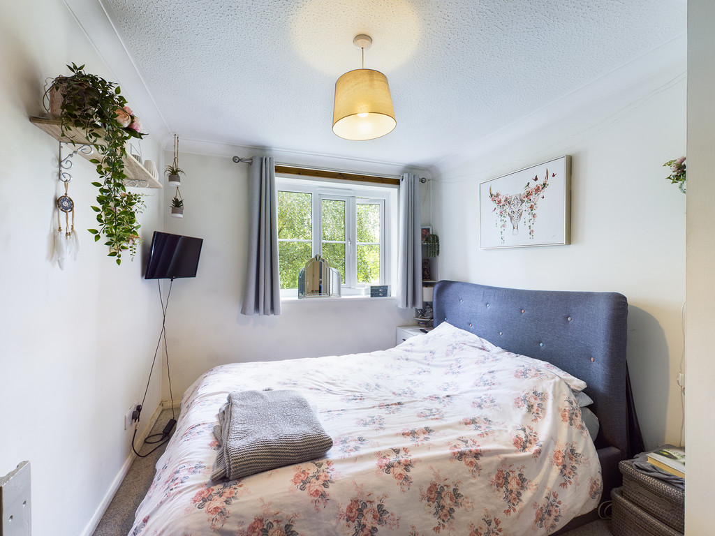 1 bed flat for sale in Dolphin Court, High Wycombe 7