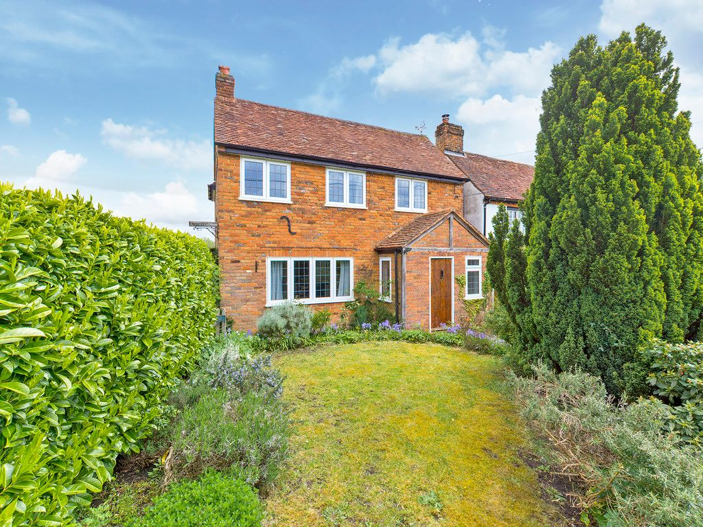 3 bed house for sale in Village Road, Coleshill, Amersham - Property Image 1