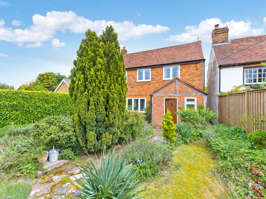 3 bed house for sale in Village Road, Coleshill, Amersham 11