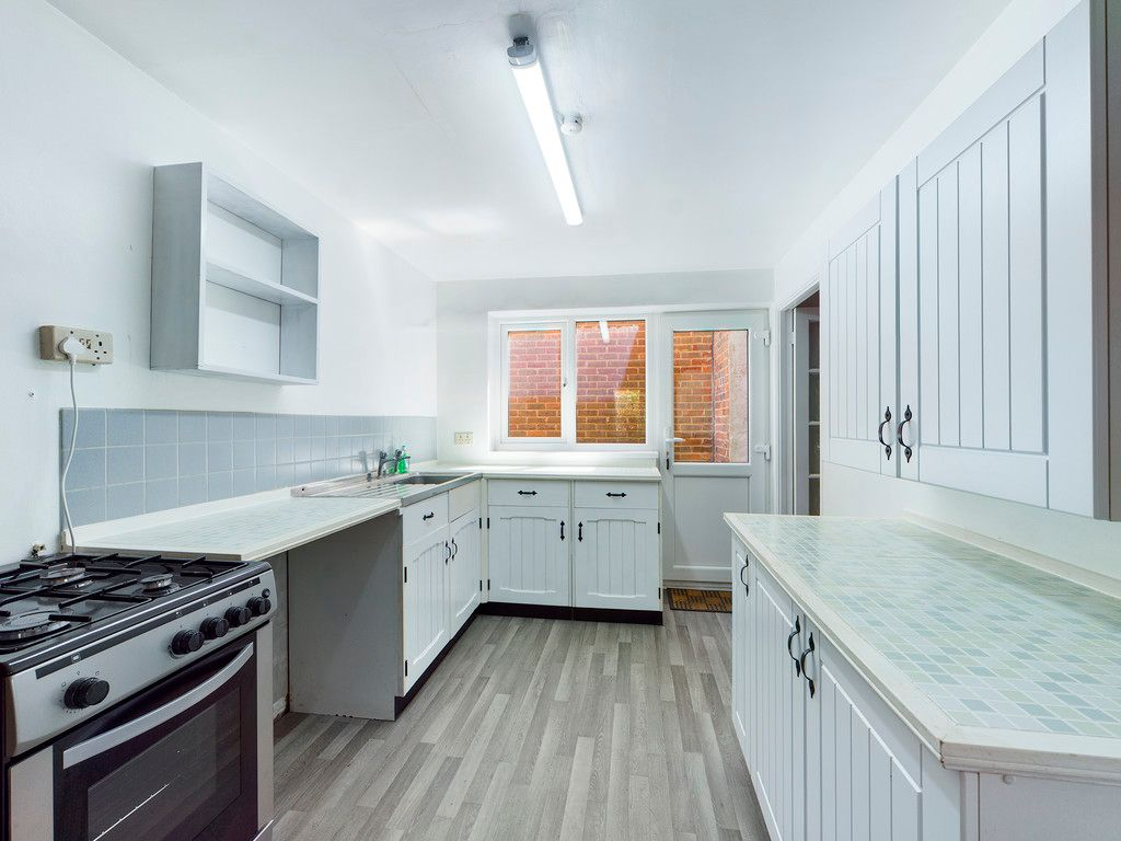3 bed house for sale in Village Road, Coleshill, Amersham 4