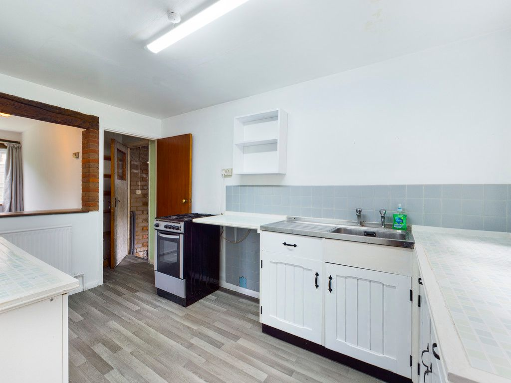 3 bed house for sale in Village Road, Coleshill, Amersham 10