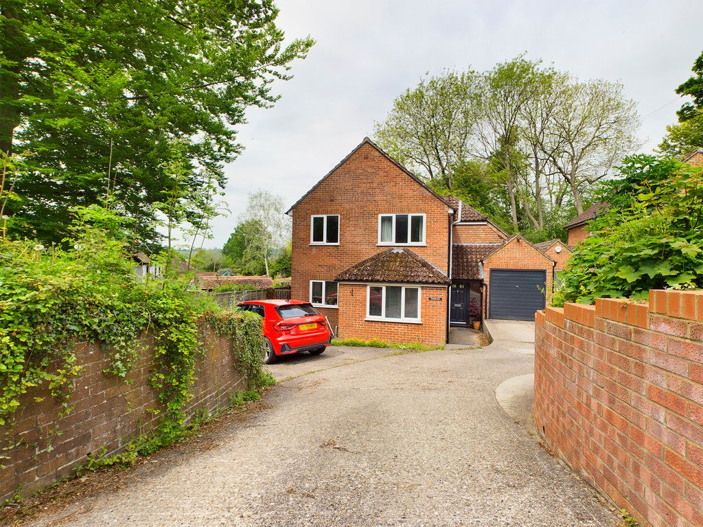 4 bed house for sale in Westover Road, High Wycombe, HP13