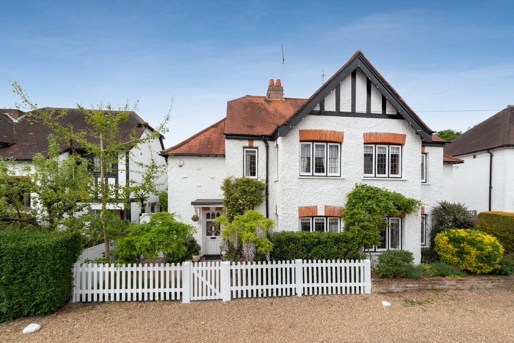 3 bed house for sale in The Queensway, Gerrards Cross, SL9