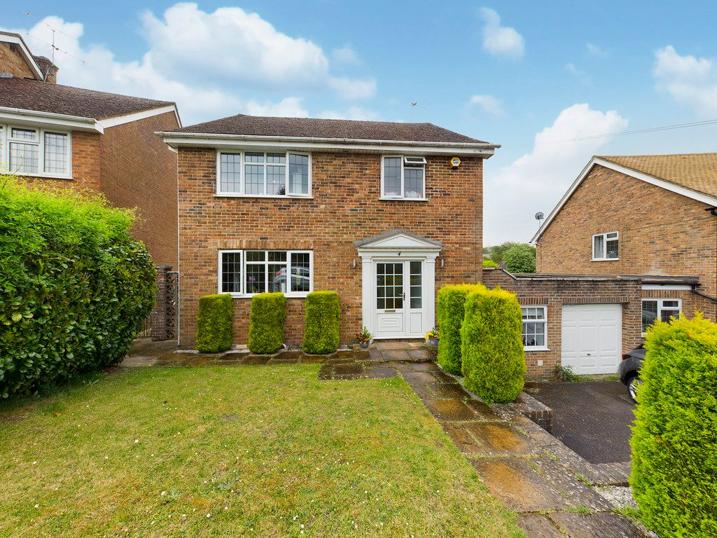 4 bed house to rent in Bellwood Rise, High Wycombe, HP11