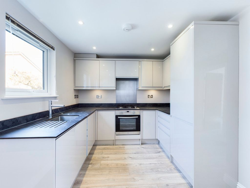 2 bed flat to rent, HP15